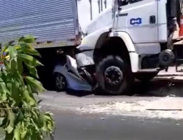 Vídeo +18 : Grave acidente com vítima fatal na Avenida Rodrigo Otávio em frente ao Baratão da Carne