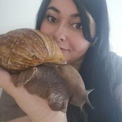 Photo de Kate et Buttercup son escargot géant