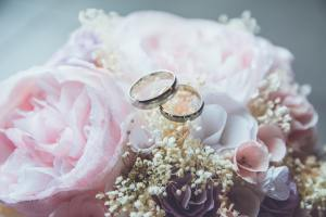 wedding rings bouquet