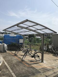 コーポいずみⅡ屋根付き駐輪場.JPG