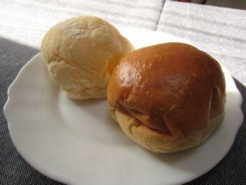 つぶあんぱんとカマンベールパン