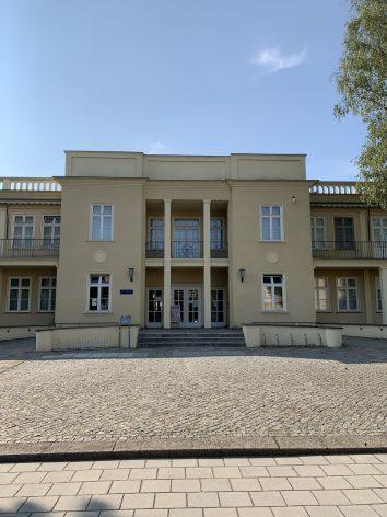 Eingang zur ehemaligen Kinderkrippe und heutigem Dokumentationszentrum DDR-Alltagskultur