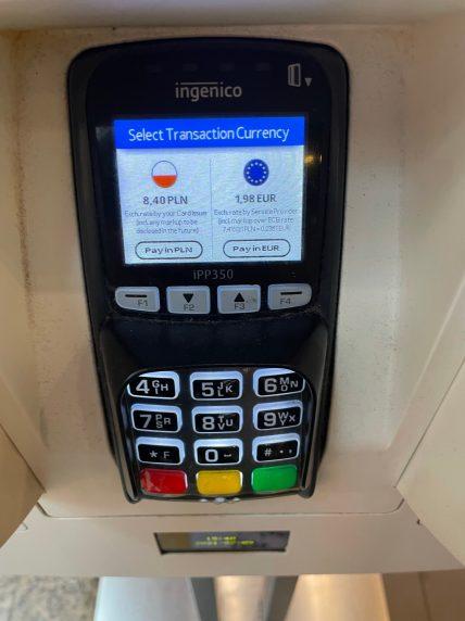 Terminal mit Währungsauswahl