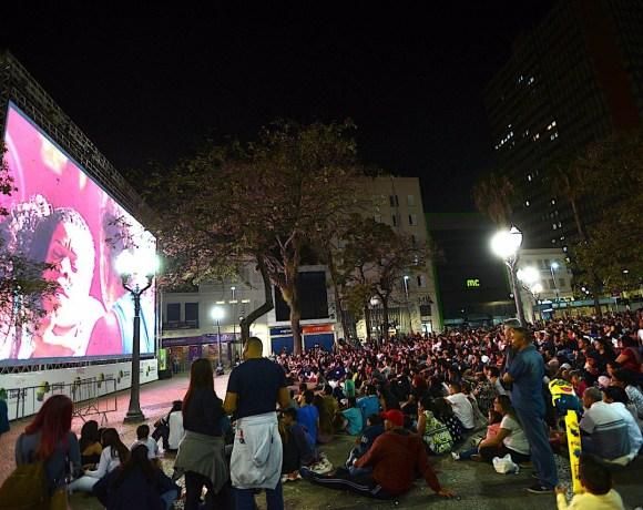 Cinema ao ar livre no Largo do Rosário