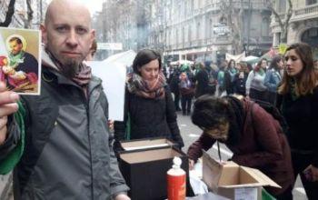 Católicos argentinos pró-aborto fazem fila para renunciar à Igreja.