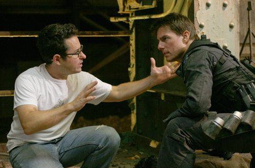 """J. J. Abrams dando instrucciones a Tom Cruise durante el rodaje de """"Misión: Imposible III"""""""