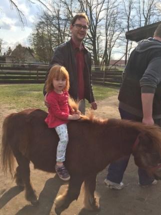Ponyreiten auf dem Kinderbauernhof Mümmelmann