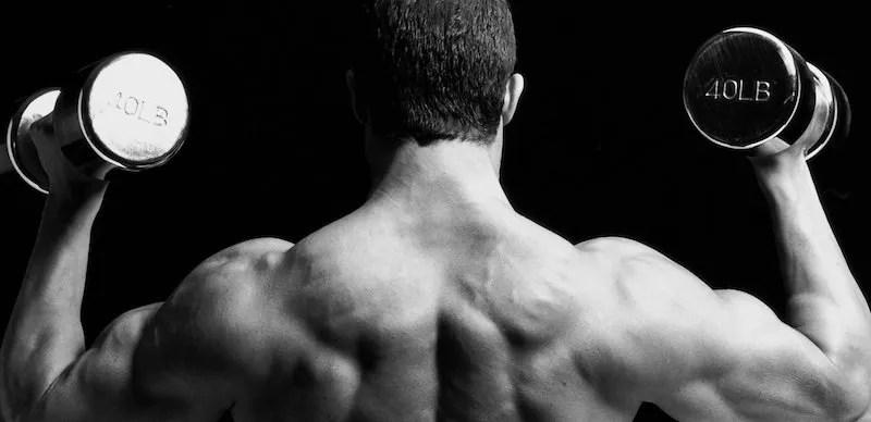 hombros fuertes