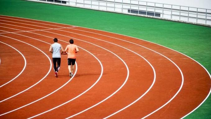peligros de correr por la pista de atletismo