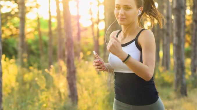 Escuchar música al correr: ventajas y desventajas