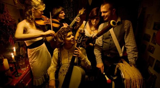 Meet English-Alternative Folk Band, The @moulettes1 #NoCriticsJustArtists
