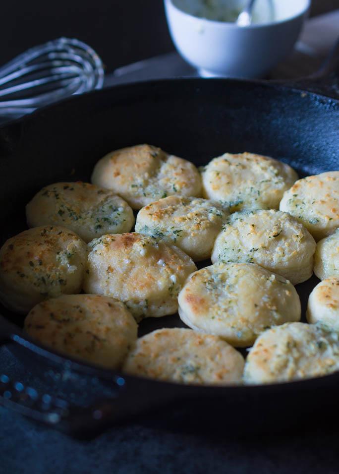 garlic-biscuit1