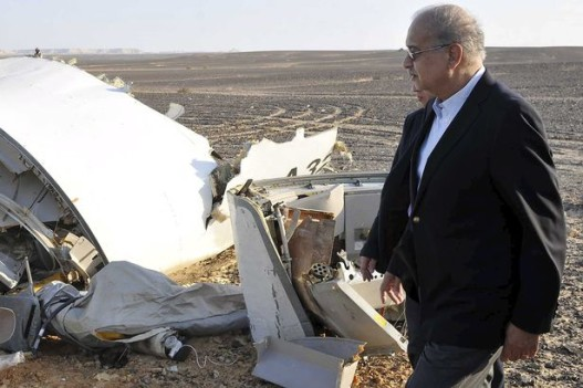 The-remains-of-a-Russian-airliner-which-crashed-is-seen-in-central-Sinai-near-El-Arish-city-2