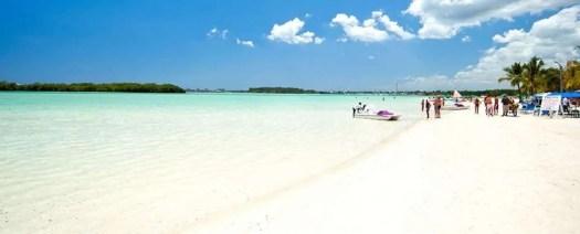 la bellezza della spiaggia di Boca Chica è la piscina naturale