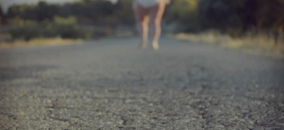 Huyendo por la carretera en Cerdita