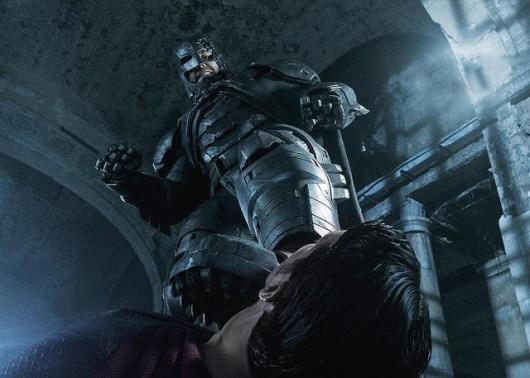 Batman patea a Superman en la nueva foto de 'Batman v Superman: el amanecer de la Justicia'