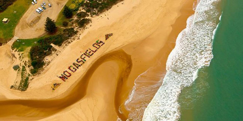 600 people form a spectacular 'human sign' at the Seaspray Declaration Day.