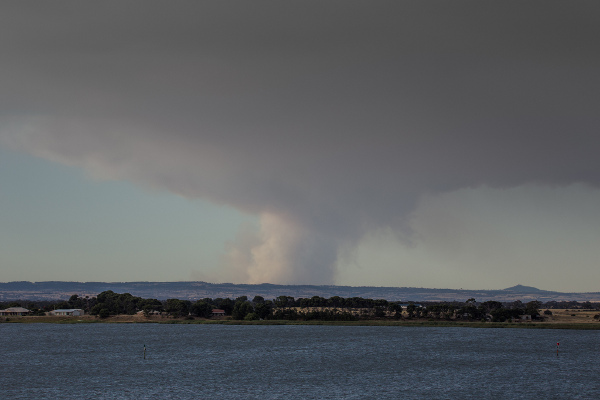 Photo: Sampson Flat fire, 85km away viewed from Hindmarsh Island - Copyright by robdownunder/Flickr (CC BY-NC-ND 2.0)
