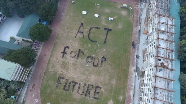 "Pasig City, Philippines asks world leaders to ""act for our future"". Photo: 350.org"