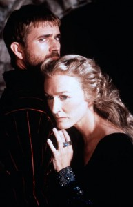 Mel Gibson and Glenn Close in Hamlet (1991).