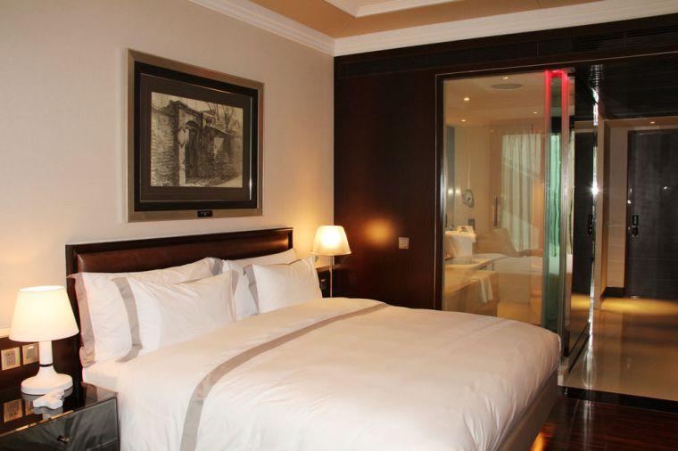Hotel Eclat King Room