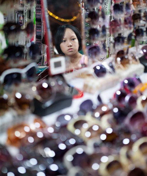 Hanoi, Night Market, Sunglasses, Jamie Chan, No Foreign Lands, Visual Storyteller