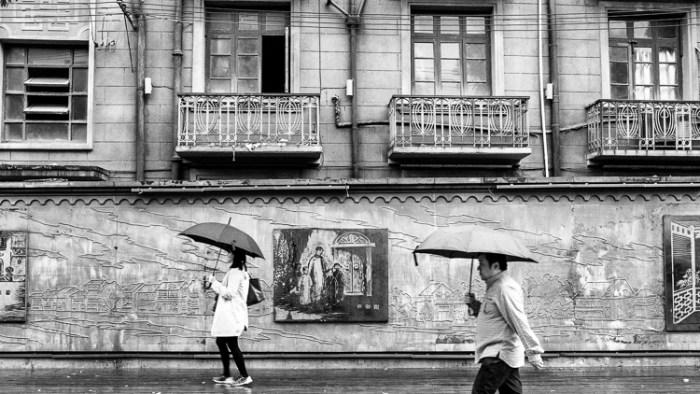 Spring Airlines, Jamie Chan, Leica, Shanghai, rain, umbrella
