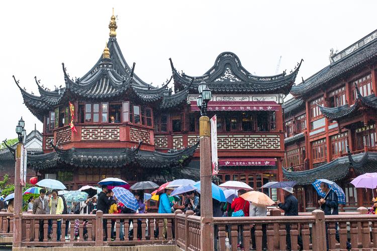 Yu Yuan, Jamie Chan, Leica, Shanghai, No Foreign Lands, spring airlines, baazar, architecture, rain, travel blog
