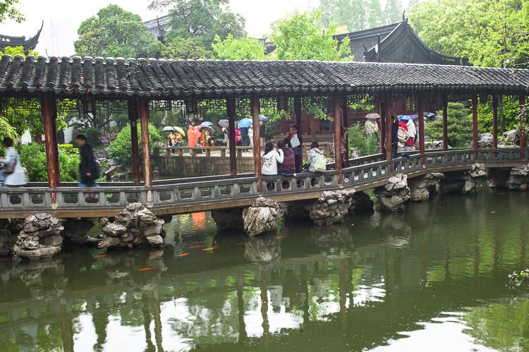 Yu Yuan, Jamie Chan, Leica, Shanghai, No Foreign Lands, spring airlines, garden, rain, travel blog