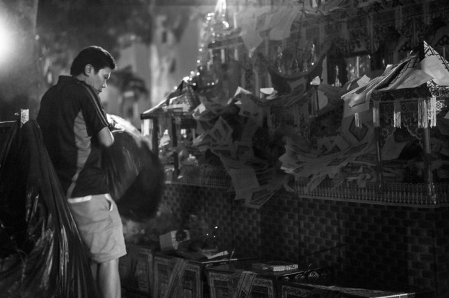 Chinese Funeral, Singapore, Traditional, Leica, paper house, offerings, preparing