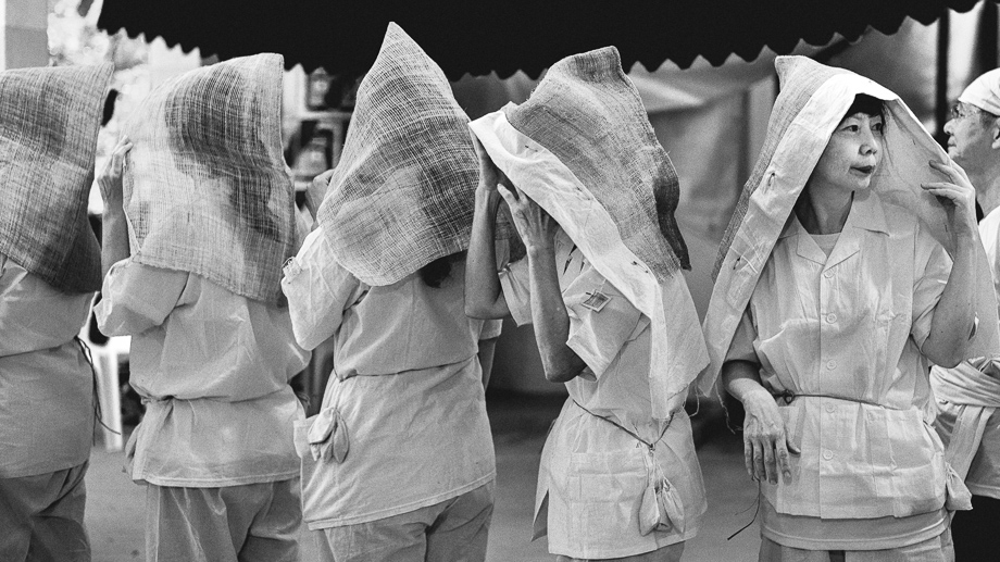 Tradition Taoist Funeral, Singapore, blog, Photography, Leica, Jamie Chan, Black and white, hooded women