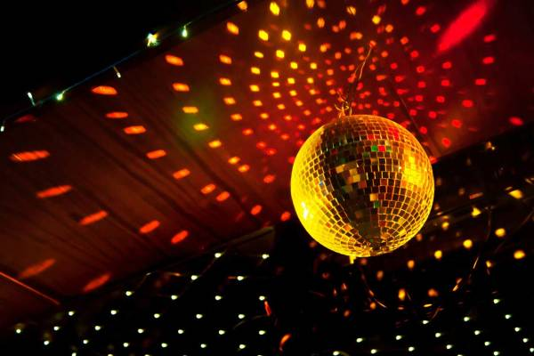 NoFrames_firmeno_sabitie_Disco_party