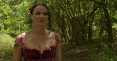 Andi Matichak in a 2016 episode of the TV series UNDERGROUND