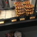 【野毛】ワッフルとお酒が楽しめる小さなカフェ・スタンド「カフェ バジル」
