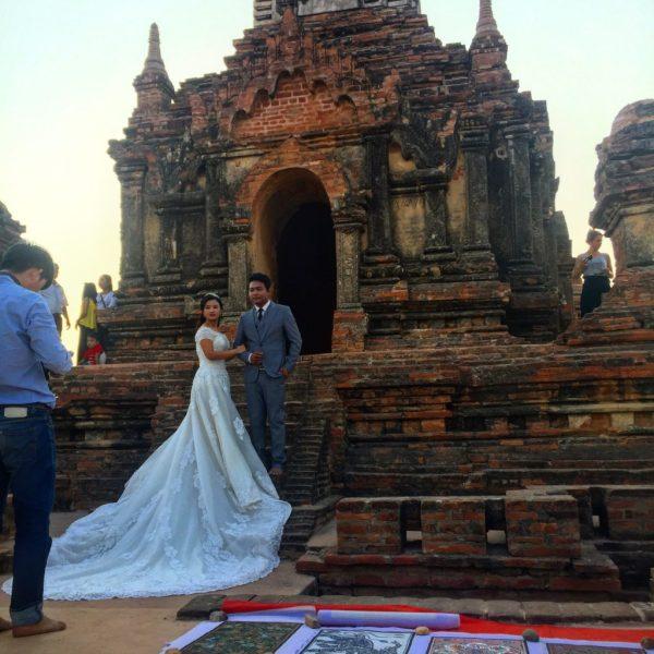 Wedding photos atop North Guni (Myauk Guni), Bagan, Myanmar (Burma)