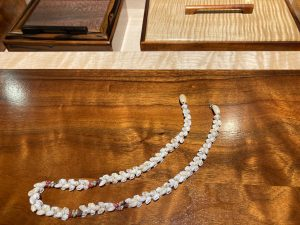 Kipona style Ni'ihau shell lei necklace