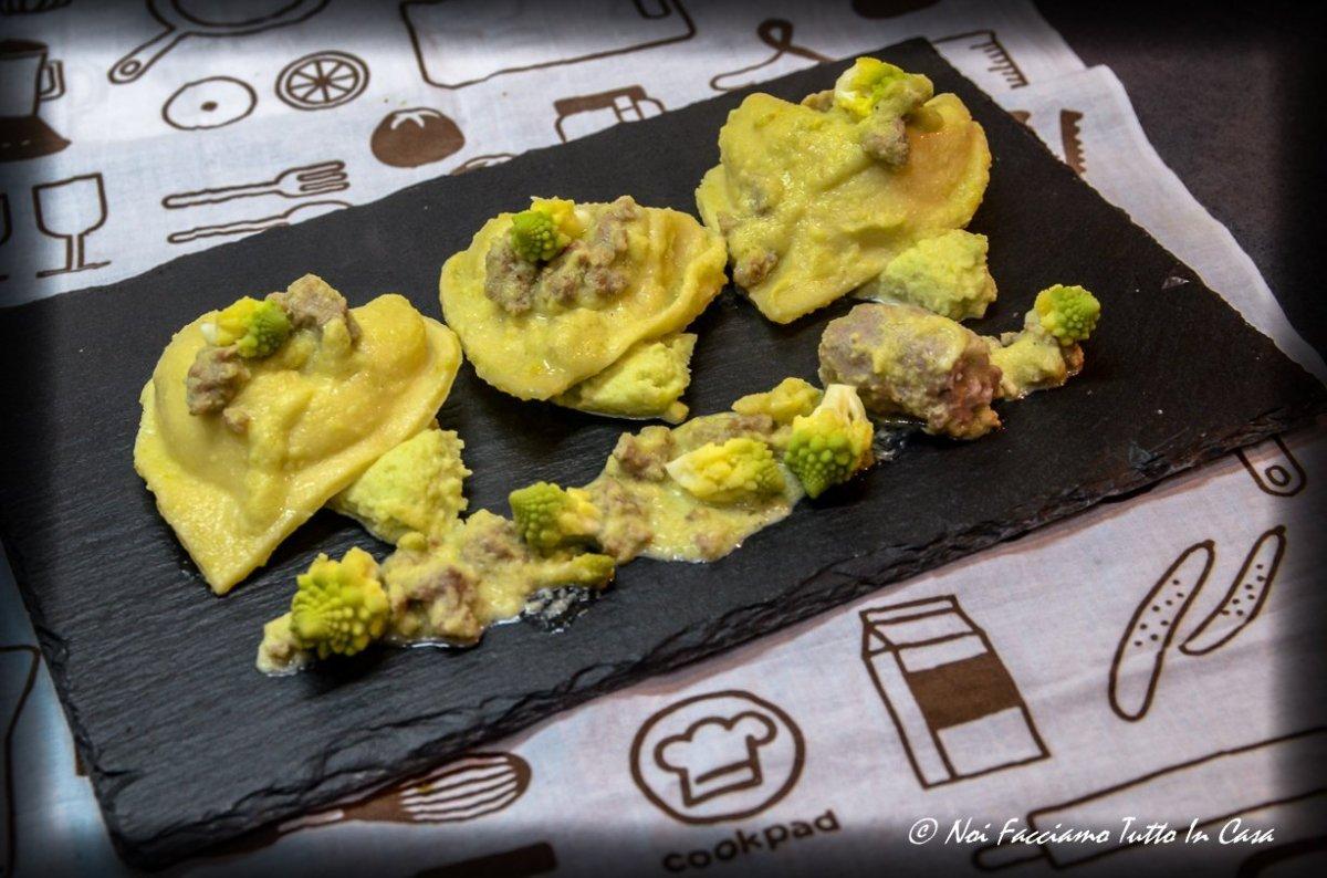 Tortelloni patate e salsiccia con cavolo romanesco e salsiccia-AR1-1