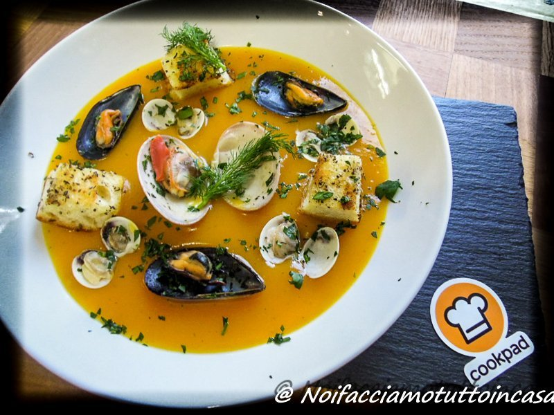 Vellutata di zucca e patate con frutti di mare-15