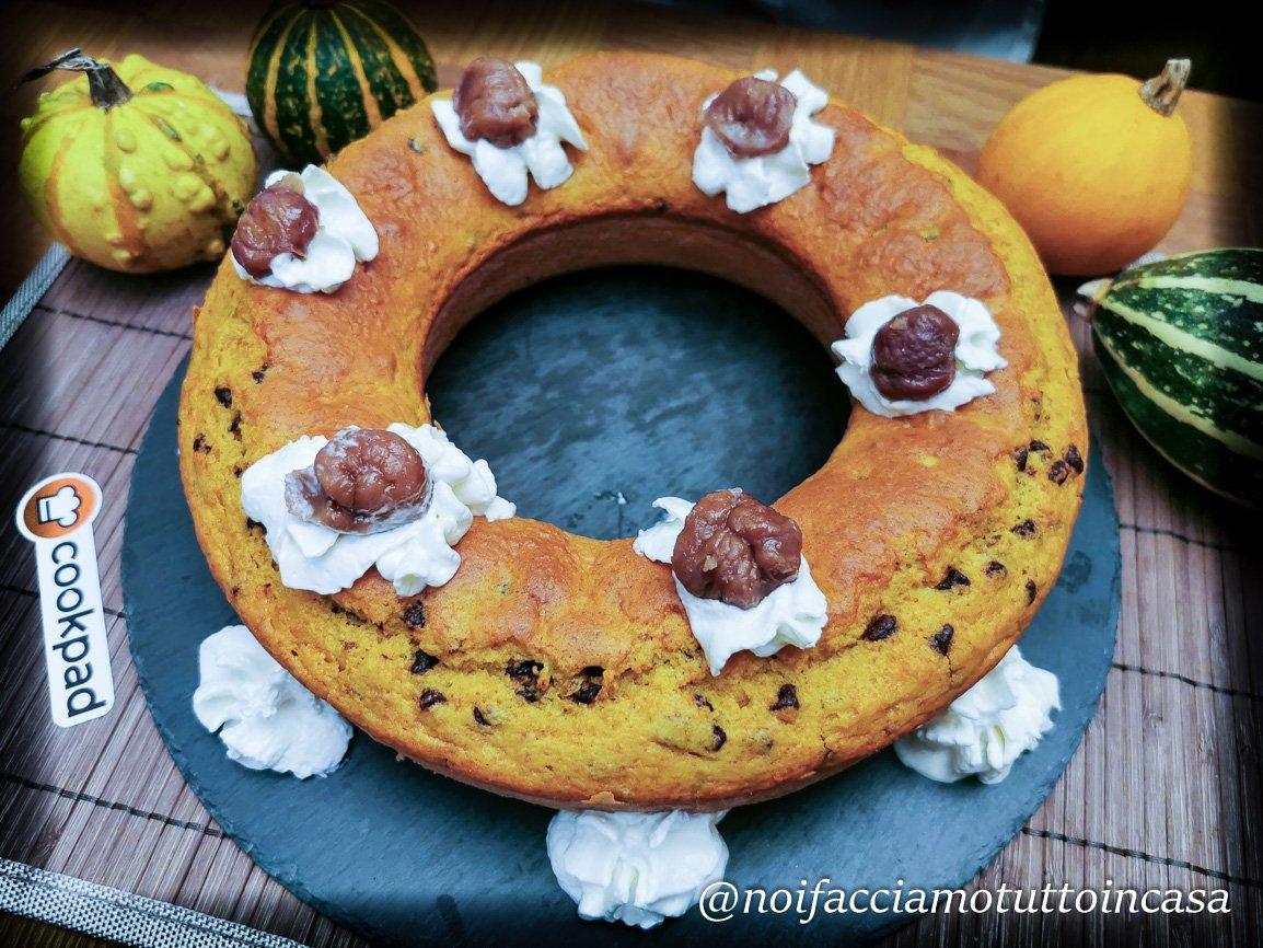 Ciambella-alla-zucca-con-gocce-di-cioccolato-e-castagne
