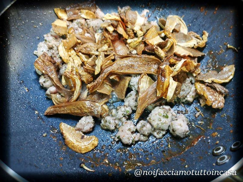 funghi e salsiccia