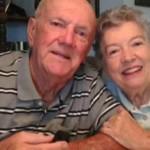 60年前のウェディングケーキを食べ続ける夫婦