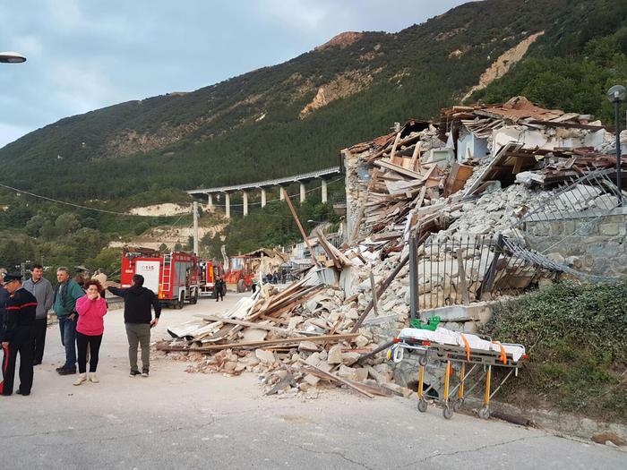 Il sisma che nella notte ha colpito il Centro Italia ha raso al suolo la frazione di Pescara del Tronto (Ascoli Piceno). Pescara del Tronto, 24 agosto 2016. ANSA/ CRISTIANO CHIODI