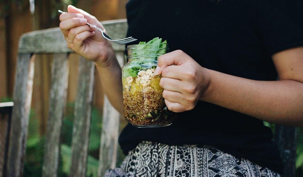 Salade en pot au quinoa à l'asiatique