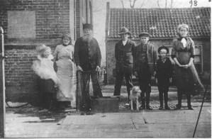 Machinist Jan Wiegel en gezin