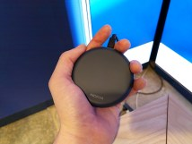 Nokia-DT-10W-charger-in-hand