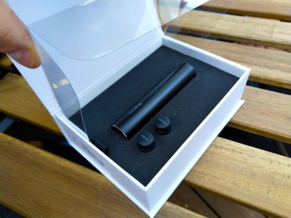 Nokia-True-Wireless-Earbuds-unbox-8
