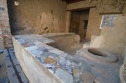 """Fast food"" restaurant in Pompeii"