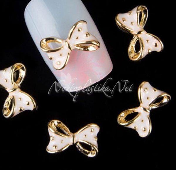 Розови панделки за нокти