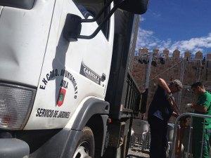 Camiones y operarios del ayuntamiento al servicio de Cir&Co