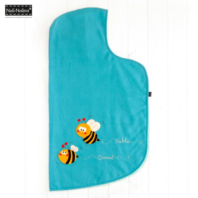 manta-capa abejas para bebé en tejido polar color turquesa, excepto el interior que es de algodón 100%